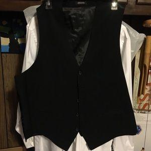 Black Vest great for a wedding 🎩.